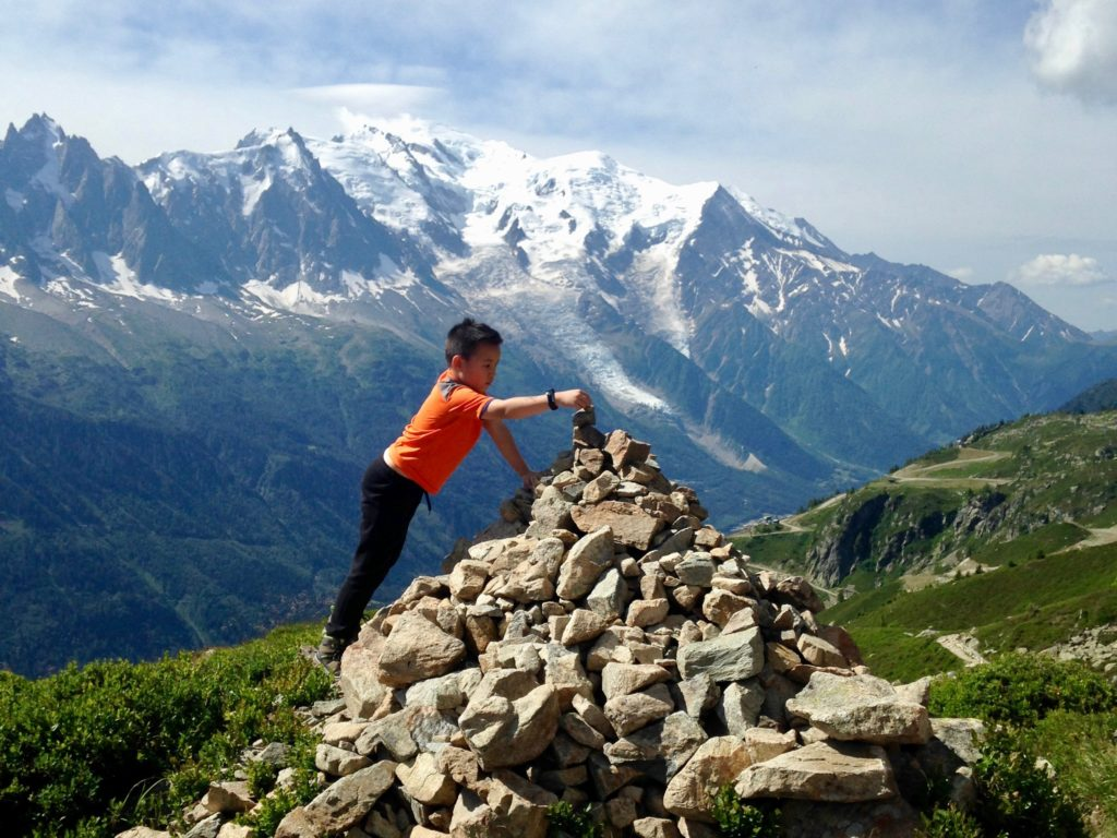 cairn face au Mont-blanc