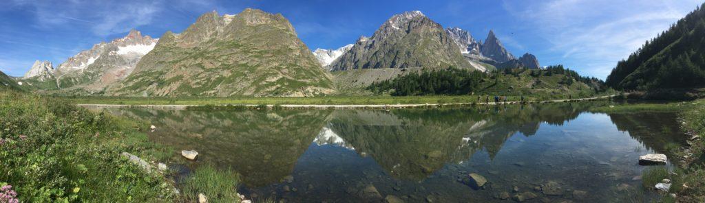 le lac combat sur le tour du Mont-Blanc